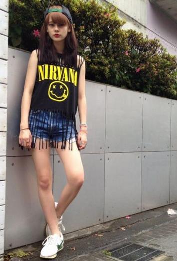 女性の間で噂のモデルemmaの驚くべき私服を約30コーデ公開!